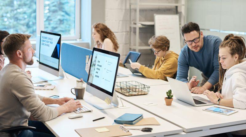 wady i zalety obsługi informatycznej